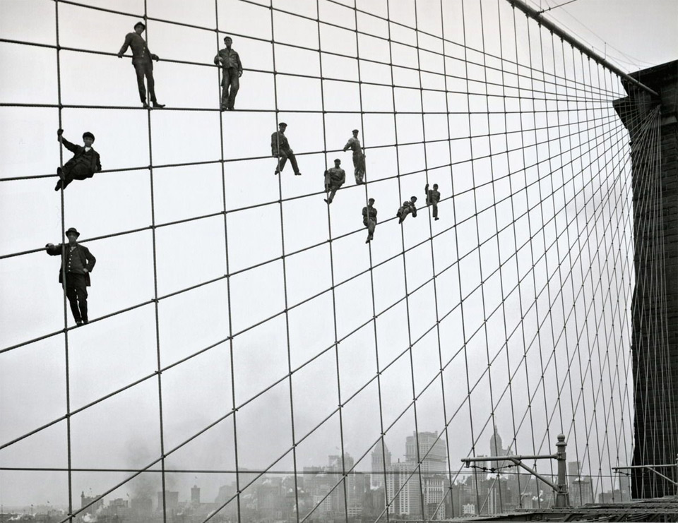 painters-on-the-cables-of-the-brooklyn-bridge-1914